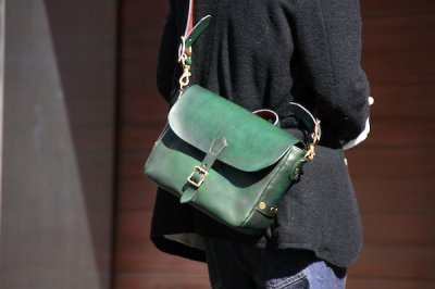 画像1: POSTMAN MINI LEATHER SHOULDER BAG  【GREEN】