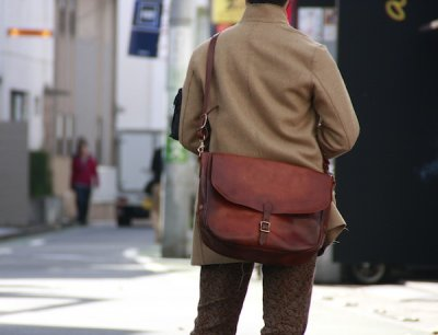 画像1: LETHER POSTMAN SHOLDER BAG camel