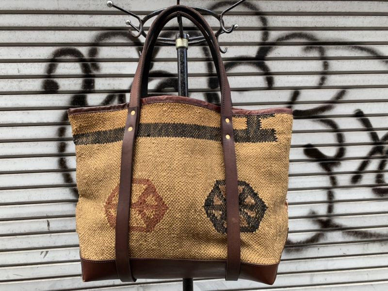 画像1: VINTAGE CARPET TOTE BAG   (1)